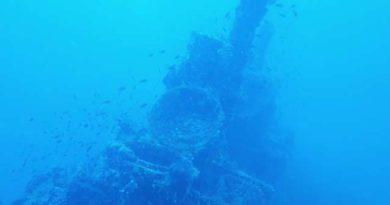 epave d'un sous marin sur le fond de la mer